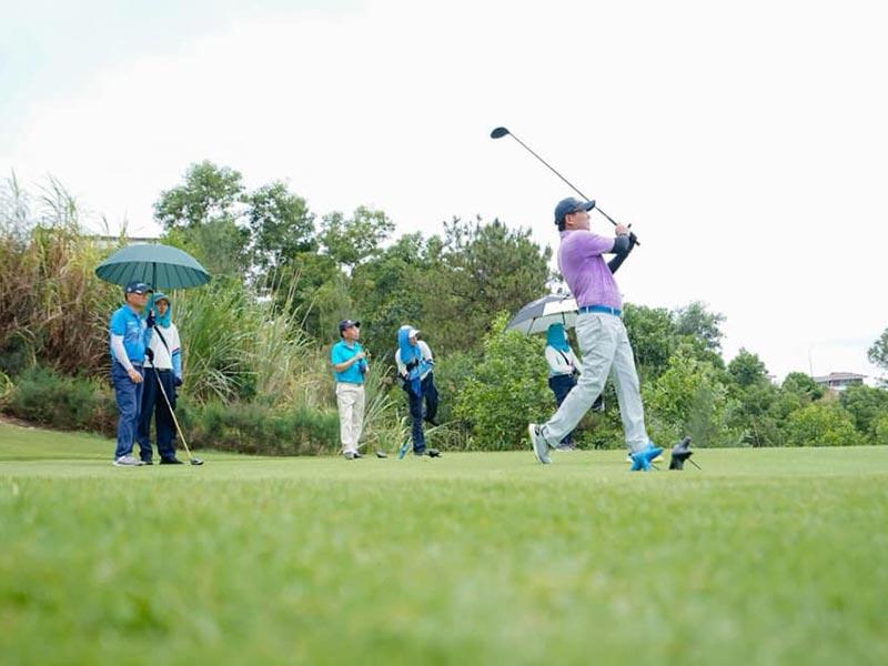 giai golf hoi doanh nhan tre quang ninh 7